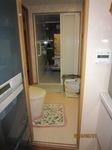大便器と浴室.JPG