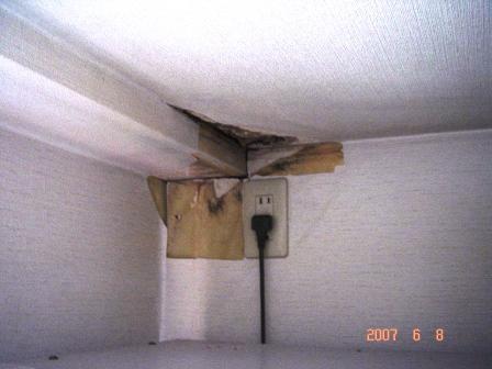 通気管雨漏れ2